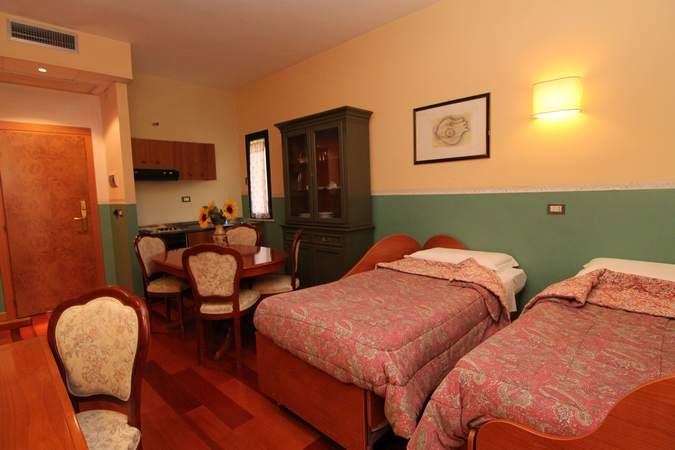 camera-cardinale-mazzarino-hotel-filippone-gioia-dei-marsi-marsi-3