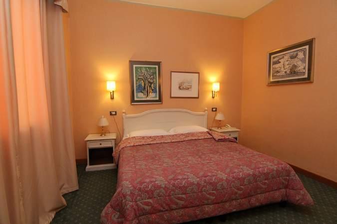 camera-cardinale-mazzarino-hotel-filippone-gioia-dei-marsi-marsi-4