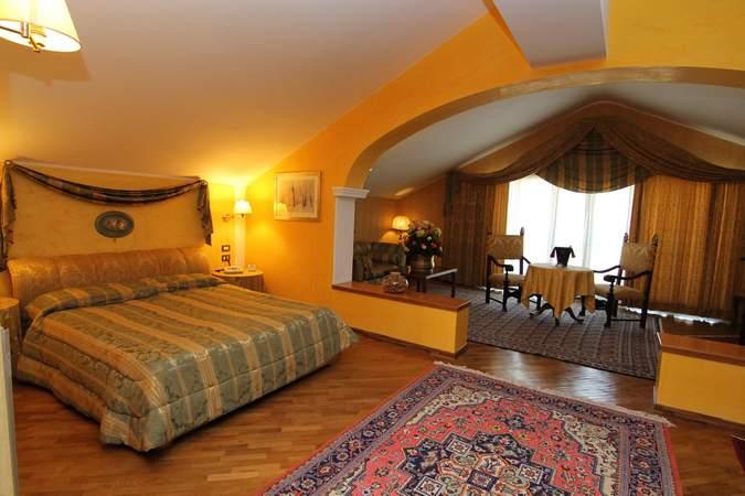 camera-suite-deluxe-hotel-filippone-gioia-dei-marsi-marsi-2