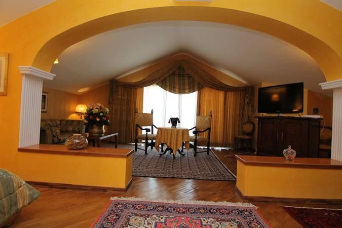 camera-suite-deluxe-hotel-filippone-gioia-dei-marsi-marsi-4