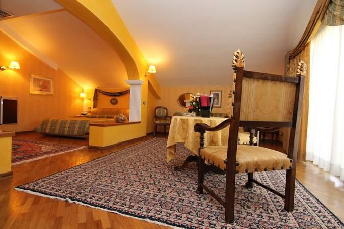 camera-suite-deluxe-hotel-filippone-gioia-dei-marsi-marsi-5