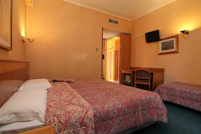 camera-tripla-hotel-filippone-gioia-dei-marsi-marsi9
